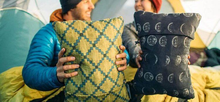 Beste kampeerkussen kopen? Slaap lekker met deze top 5 beste camping kussens